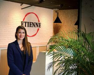 Julia Lavisse, community manager, réseau Marketing du groupe ETIENNE