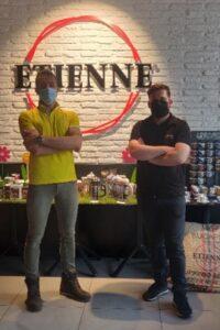 Pierre Da Costa, franchisé du magasin Villeurbanne et Hendrik Fidon, responsable de boutique ETIENNE Coffee & Shop